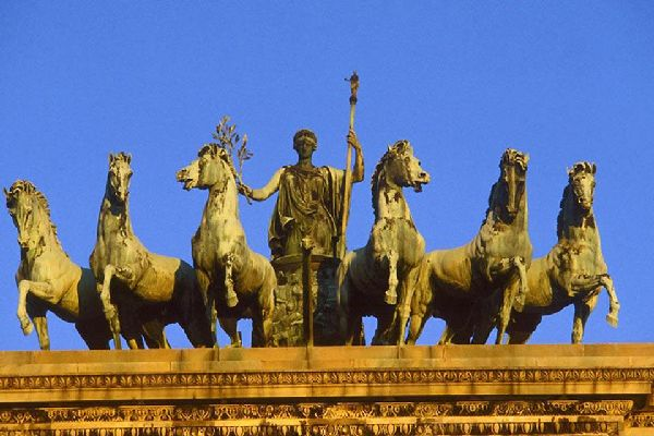 Mailand ist eine historische Kulturstadt mit äußerst reichhaltigen Kunstschätzen, wovon die zahlreichen Meisterwerke zeugen, die in der Stadt besichtigt werden können.