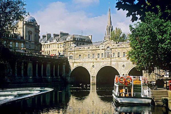 Diese schöne malerische Stadt ist aufgrund seiner Thermen und der herrlichen römischen Architektur ein Pflichthalt im Rahmen eines Englandaufenthalts.