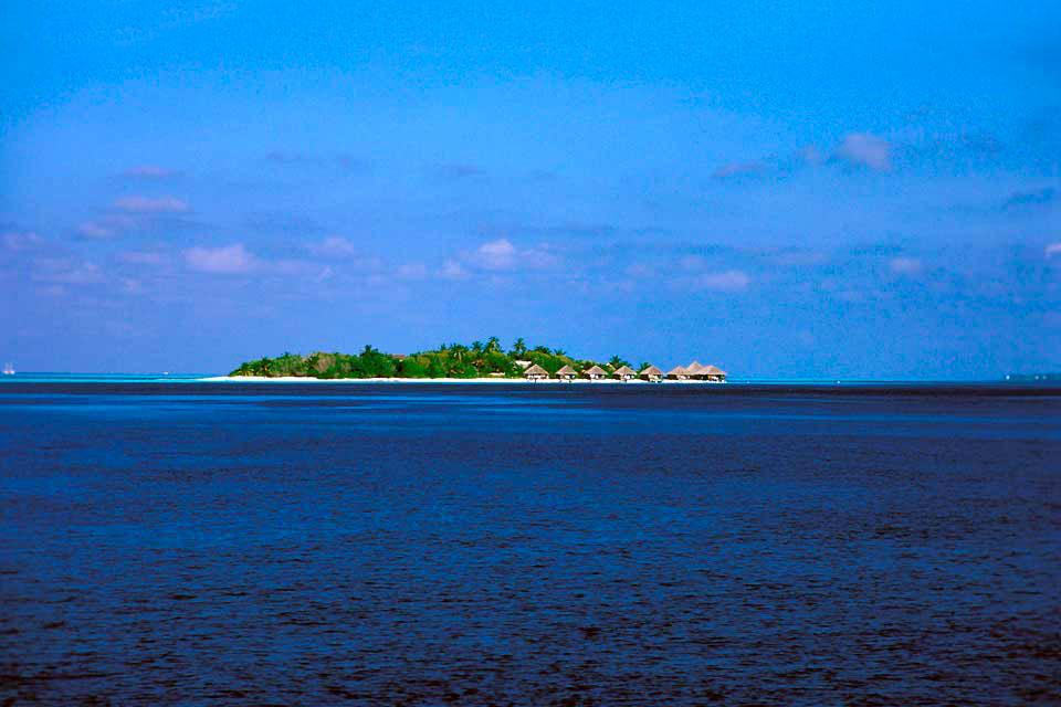 Malé è l'unica città importante delle Maldive. Per orientarvi più facilmente, risalite il Marine Drive fino all'incrocio con il Chandani Magu. Fermatevi al mercato e al Singapore Bazaar. Percorrete poi il Chandani Magu per 200metri e svoltate a sinistra per il Medu Ziraye Magu. È in questo quartiere che si trovano i monumenti principali. Visitate il palazzo Muleeage, imponente dimora in stile ...