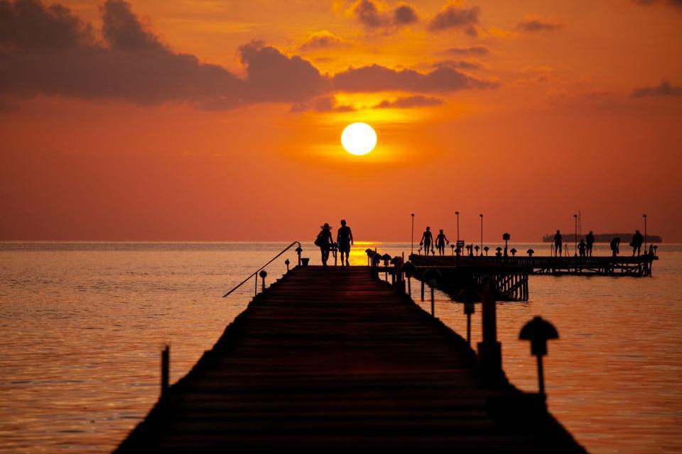 Come tutto l'arcipelago, Malé presenta una grande varietà etnica (sono presenti 8 diverse etnie), ma il 98% dell'atollo è abitato da Maldiviani.