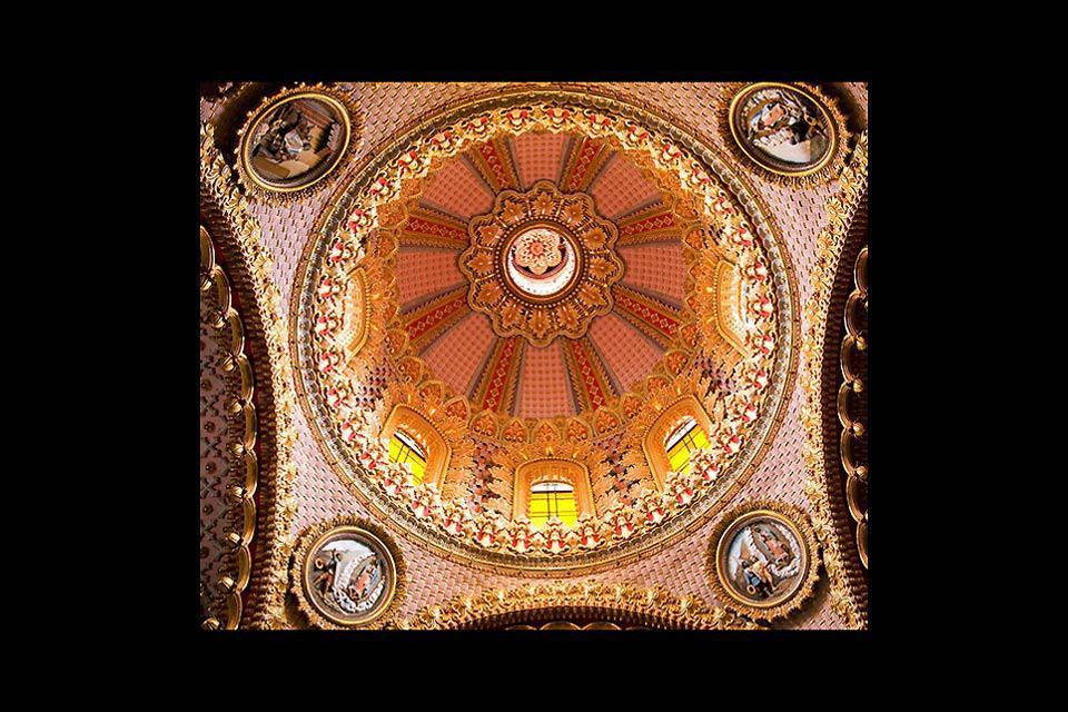 """Veduta interna della cappella della Cattedrale """"Guadalupita"""" di Morelia."""