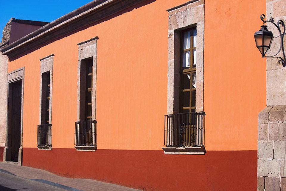 En 1828, la ville prend le nom de Morelia, en l'honneur du héros de l'indépendance mexicaine: José Maria Morelos y Pavon qui est né dans cette ville.