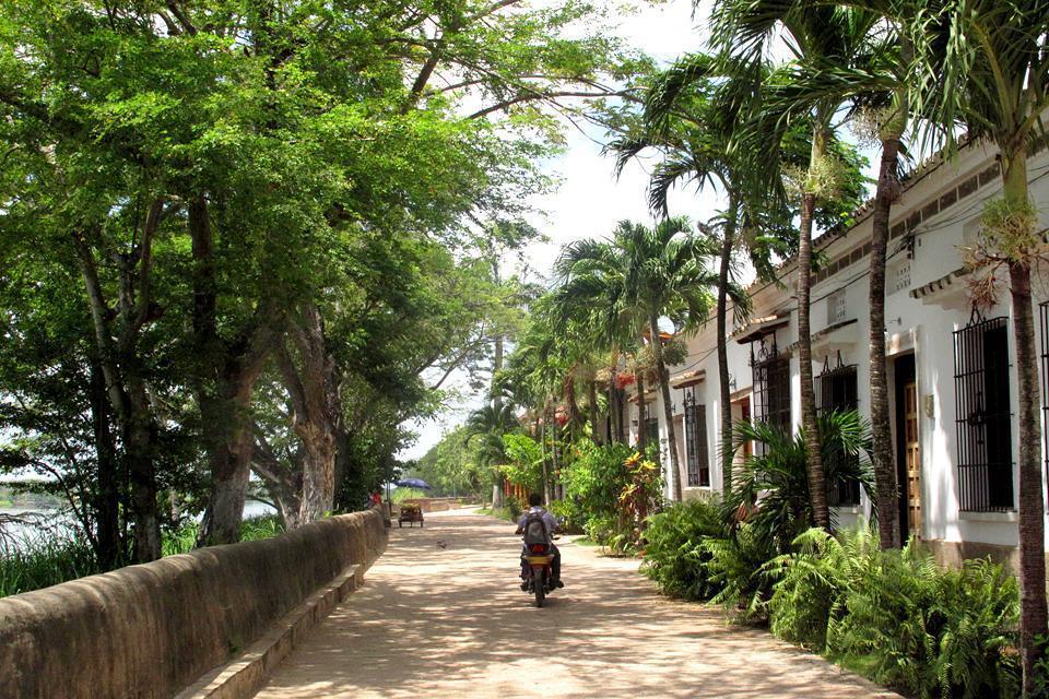 Città tranquilla, Mompo è un gioiello coloniale attraversato dal fiume magdalena, unico accesso di terra che consente di raggiungere l'isola.