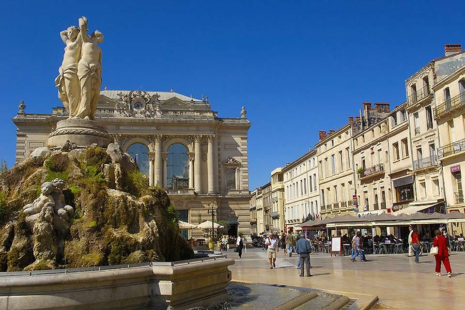 L'Opéra comédie accueille, tout au long de l'année, de nombreux évènements, comme des concerts à ciel ouvert.