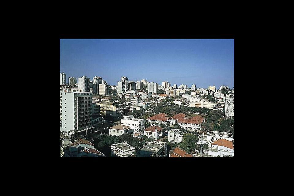 La città di Maputo è la capitale del Mozambico. È chiamata anche la Città della Acacie o La Perla dell'Oceano Indiano.