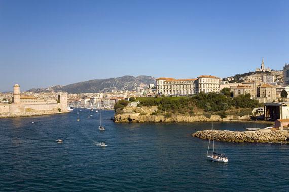Marseille : L'entr�e du Vieux-Port de Marseille - France