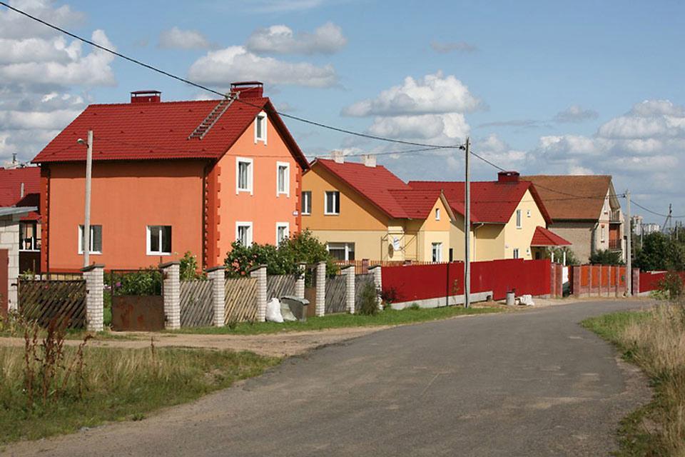 Das ungewöhnliche Flair der Stadt setzt sich auch in den Vororten, mit ihren bunten Häuschen, fort.
