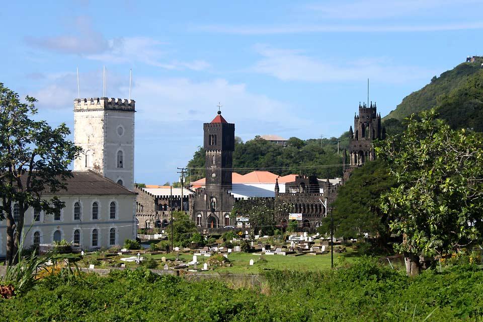 In Kingstown liegen die Kirchen von Methodisten, Katholiken und Anglikanern einander gegenüber.