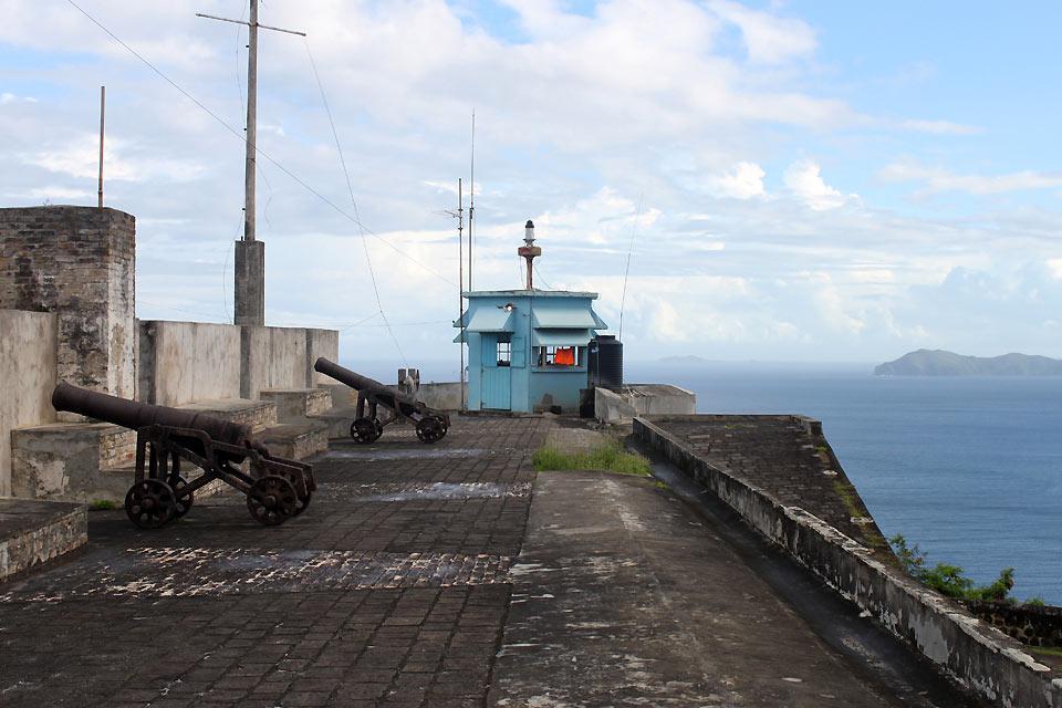 Fort Charlotte wurde nicht zum Schutz der Insel vor eventuellen Angreifern, sondern zur Überwachung der Einwohner der kolonisierten Insel errichtet.