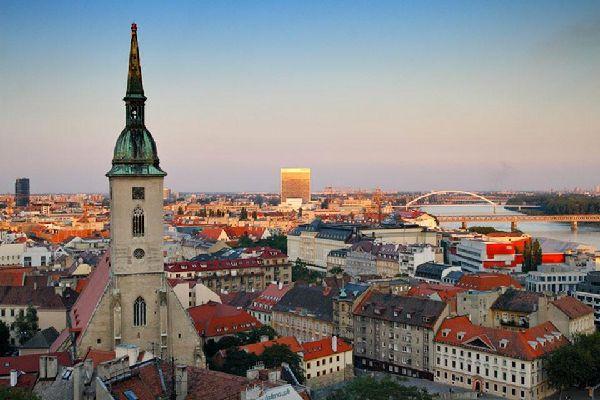Jadis connue sous le nom de Presbourg, Bratislava est devenue capitale de la Slovaquie le 1er janvier 1993.