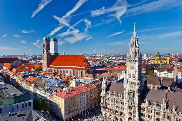 Deuxième ville d'Allemagne, mondialement connue pour sa mythique « Oktoberfest », Munich ne doit pas être uniquement associée à la fête et à la bière ! Nombreuses sont les autres raisons d'opter pour cette destination à l'occasion d'un prochain « citybreak » à deux ou en famille. La capitale de la Bavière profite en effet d'un tourbillonnement artistique et culturel, comme en témoigne le grand nombre ...