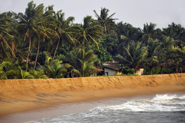 Calido Beach is one of the most beautiful beaches in the region. It has managed to preserve an unspoilt aspect that pleases tourists.