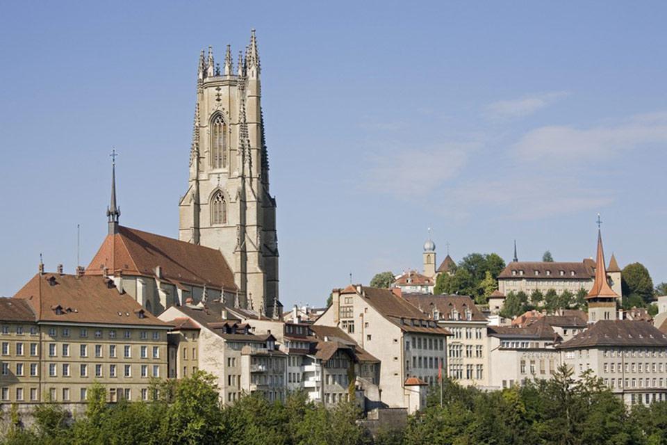 Der Glockenturm der Kathedrale ist 76 m hoch. Eine Treppe mit insgesamt 325 Stufen führt bis zur Turmspitze.