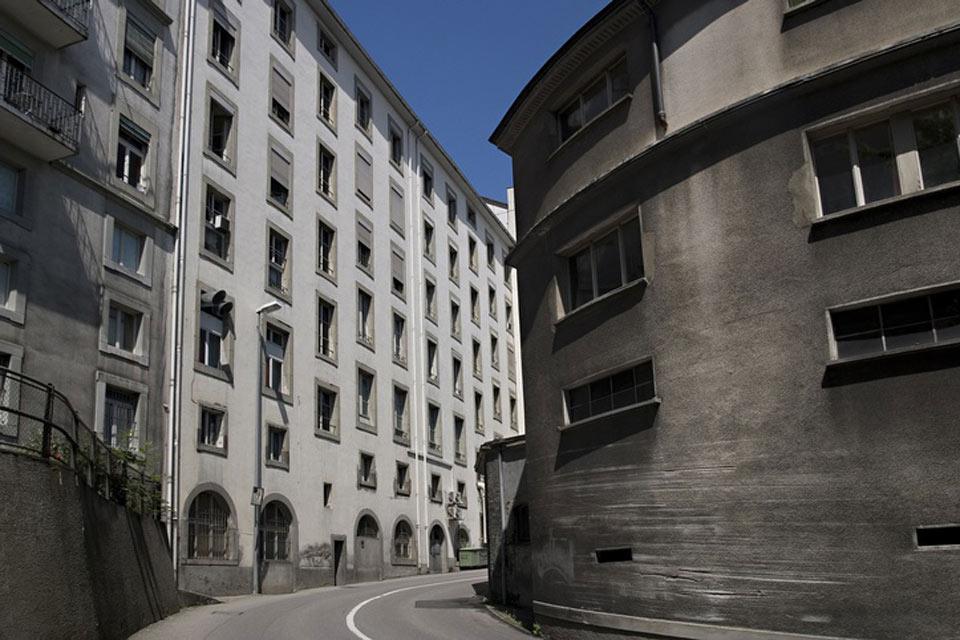 Trotz des teilweise etwas trübseligen Erscheinungsbildes ist Freiburg eine sehr lebendige Stadt. Hier befindet sich auch eine Universität mit mehr als 10.000 Studenten.