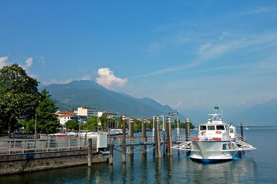 Da Locarno partono numerose imbarcazioni per portare i turisti a fare una piccola crociera sul lago.