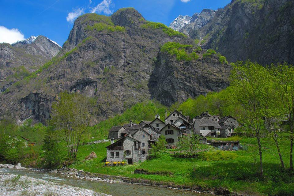 Le Alpi Lepontine sono la parte delle Alpi che si trova tra il Ticino in Svizzera e l'Italia.