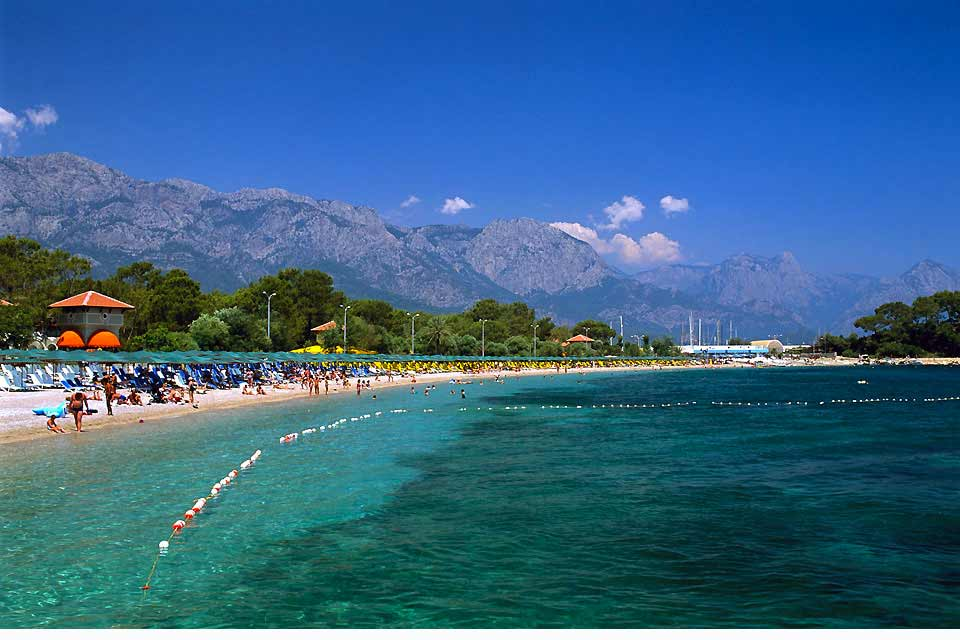 Protected on one side by the Taurus Mountains, bathed on the other in the blue waters of the Mediterranean, the region of east Antalya has in a few years become the flagship destination for seaside tourism in Turkey. Its success is due to its beautiful sandy and pebble beaches, bordered by particularly clear water, as well as modern and varied tourist facilities. Fans of relaxation will find a setting ...