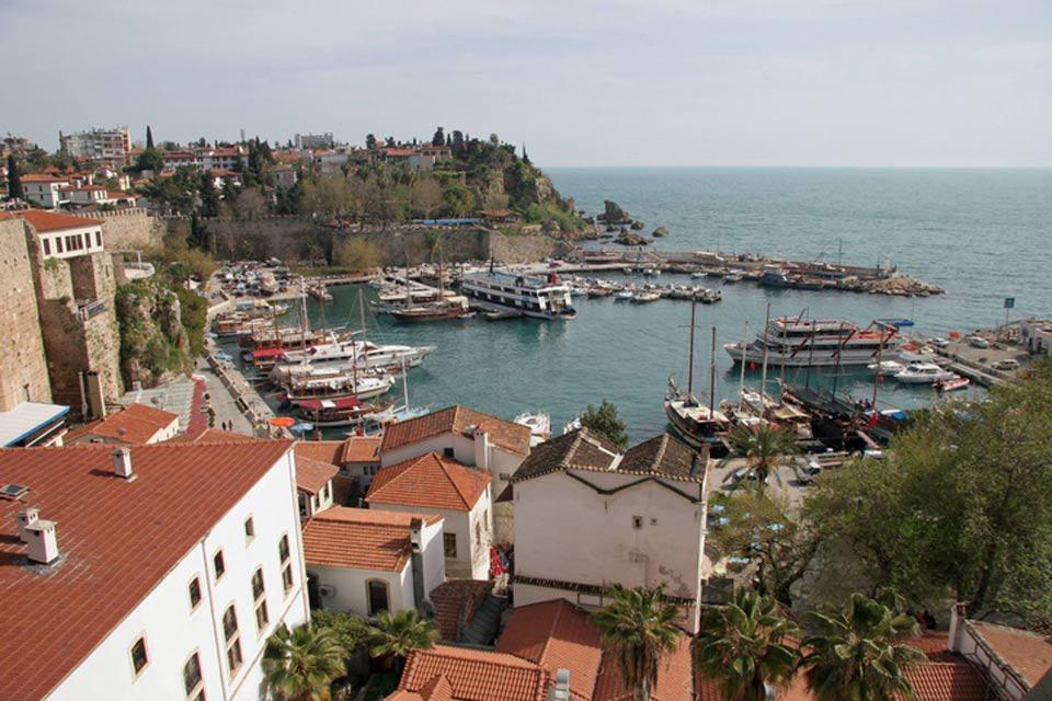 El antiguo puerto se ha transformado hoy en día en un puerto deportivo.