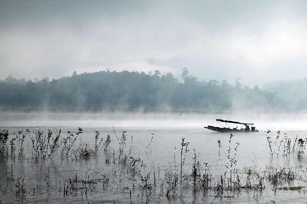 Kanchanaburi è la terza provincia più grande della Tailandia con i suoi 19.483 km². A 130 km a ovest di Bangkok e al confine con Myanmar, Kanchanaburi offre un panorama naturale spettacolare con i suoi sette parchi nazionali, le grotte, le cascate, i fiumi e le distese d'acqua... un vero paradiso per gli amanti della natura!Alla confluenza dei fiumi Kwai Noi e Kwai Yai, là dove il fiume Mae Klong si ...