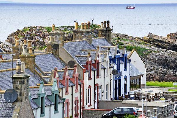 Aberdeen, tercera ciudad más grande de Escocia, es conocida por su universidad y sus verdes campos.