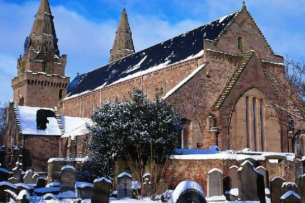 De tradición cristiana, las comunidades más importantes de Aberdeen son la iglesia de Escocia (por el presbiterio de Aberdeen) y la iglesia católica.