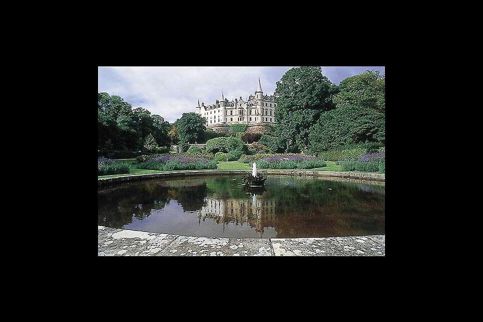 On dénombre deux université en ville: l'Université d'Aberdeen, fondée en1495, et l'Université Robert Gordon, qui a accédé au titre d'université en1992.