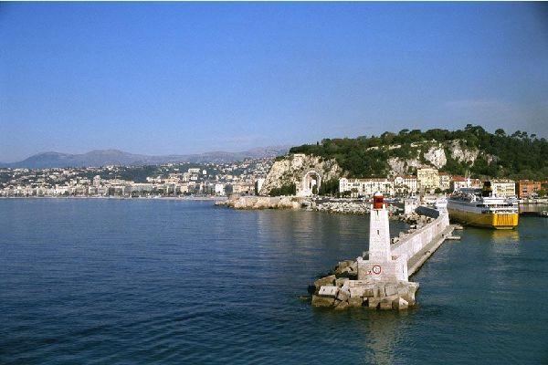 Un tempo porto di pescatori, Nizza si dedica ormai soprattutto alla nautica da diporto. La pesca è quasi inesistente.