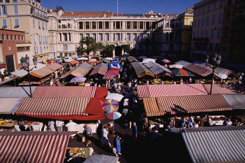 A place to meet and mingle, Nice has a strong and famous market tradition thanks to the quality of the fresh produce available.