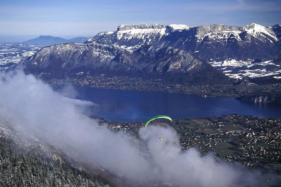 Whether it's paragliding, hang-gliding, or bungee-jumping you're into, thrill seekers will be in their element at Lake Annecy!