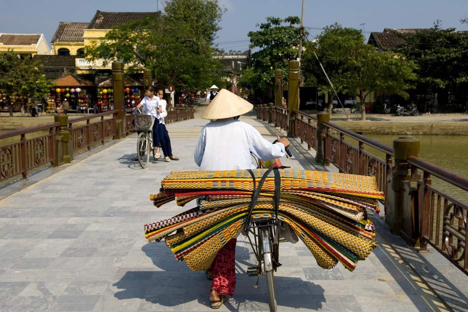 Elemento mitico della città, il ponte risale al 1593 e fu costruito su iniziativa della comunità giapponese.