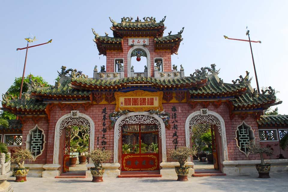 Un pass consente di visitare diversi siti culturali situati su un percorso nella città.