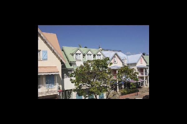 Au-delà de ses superbes plages, Sainte-Anne mérite le détour pour ses maisons créoles, ses poteries et son marché.