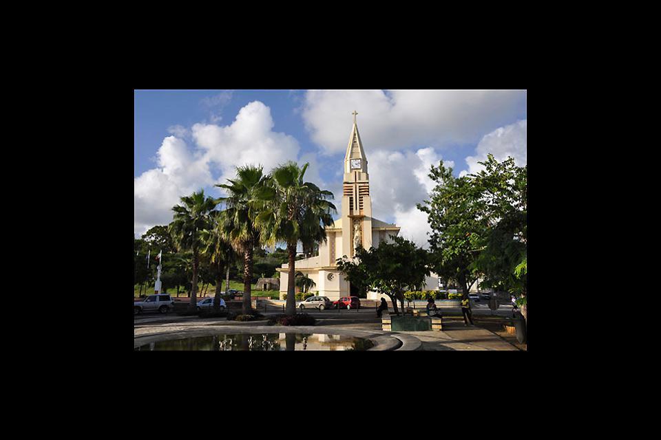 Bâtie en 1730, l'église Sainte-Anne a été entièrement détruite par un ouragan en 1817.L'édifice actuel date de 1848, agrandi en 1860.