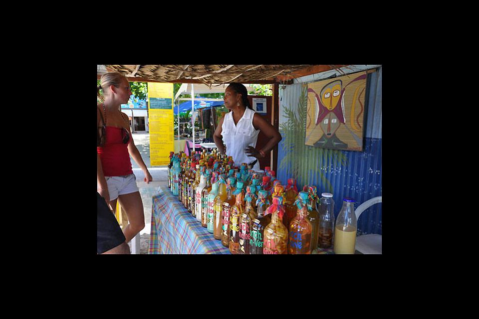 Der Markt von Sainte-Anne wartet mit einer Mischung aus Tourismus und lokalem Alltagsgeschehen auf. Hier erwartet Sie ein höchst angenehmes Ambiente.