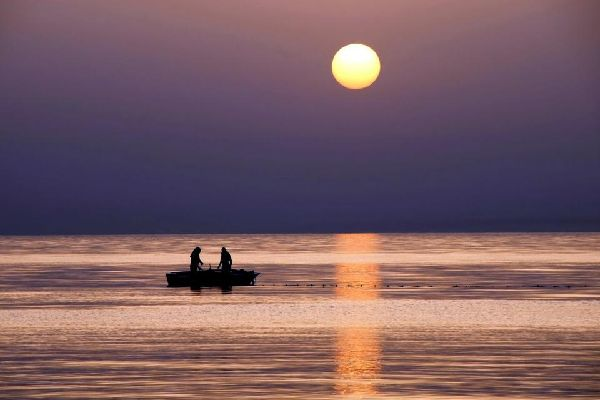 """Zarzis est la voisine continentale de Djerba. L'autre station balnéaire du sud tunisien et son oasis maritime se situe à une cinquantaine de kilomètres de Houmt Souk, la petite """" capitale """" de Djerba. ..."""