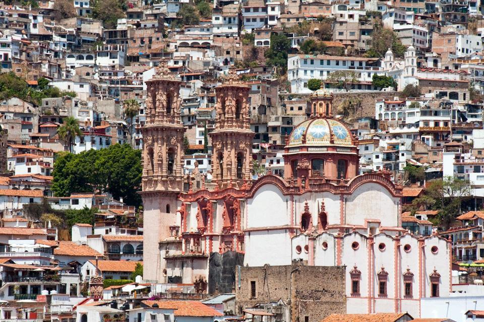 Taxco fu costruita dai coloni spagnoli nel 1528, dopo poco furono scoperte le sue miniere d'argento e la città godette di un lungo periodo di prosperità.