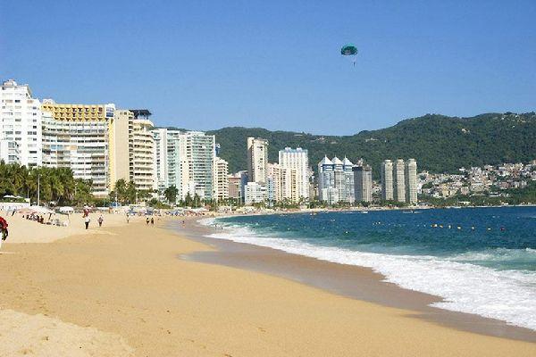 Acapulco è un'importante meta di vacanze, anche se negli ultimi anni si è leggermente ridotto il numero di turisti.