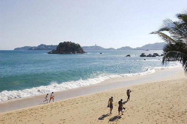 Le spiagge di Acapulco permettono ai turisti di isolarsi dal caos cittadino.