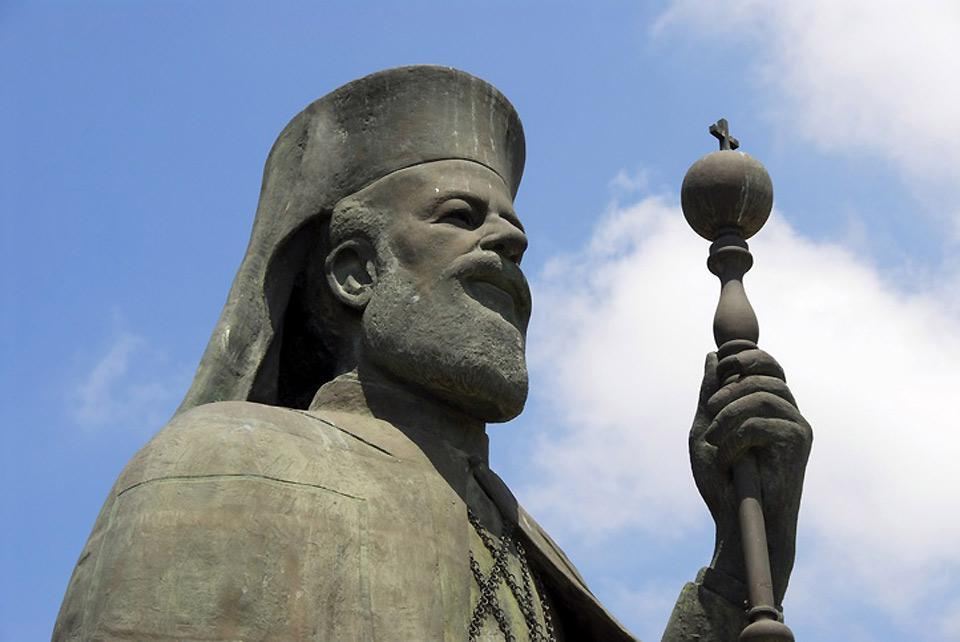 The statue of Makarios III, Father of the Independence of Cyprus in 1959, before the Archbishop of Nicosia.