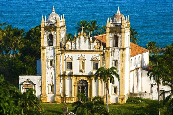 Inside is a church and a chapel. Its azulejo paintings represent scenes from the life of Saint Francis of Assisi.