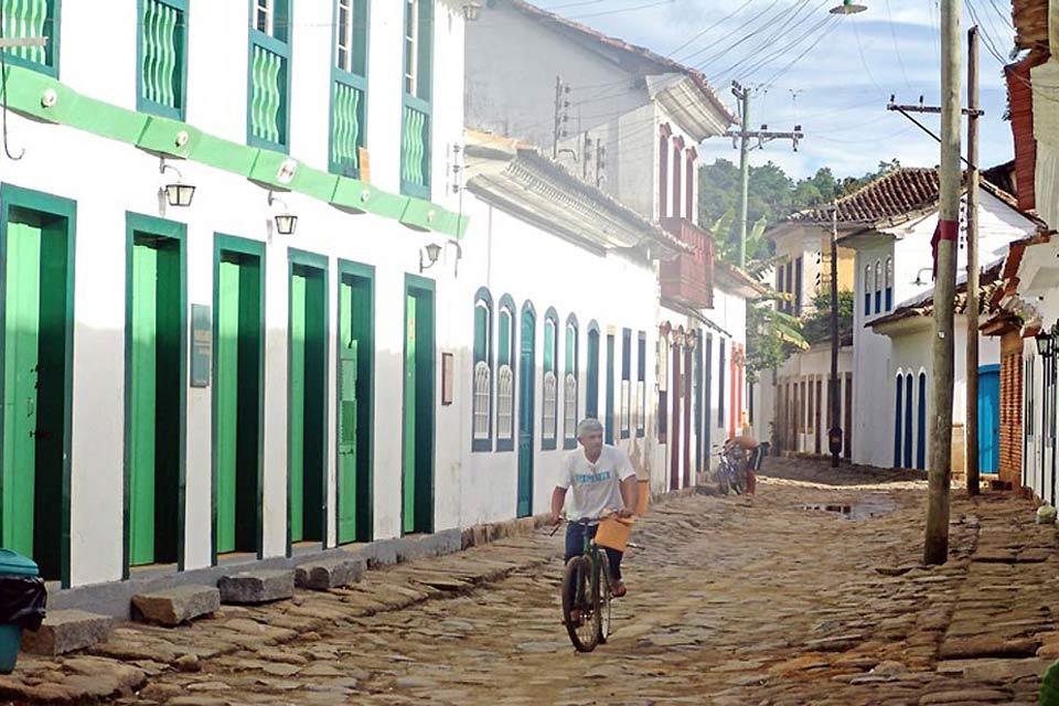 Rua da Praia, which is sometimes flooded by high tides.