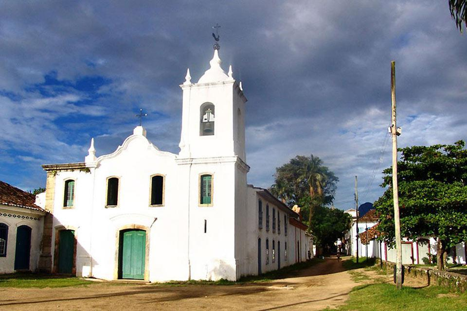The town's oldest church, it was built by freed slaves and houses a museum of sacred art.