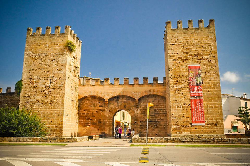 Das Porta del Moll ist eines der wenigen Überreste der Alcudias mittelalterlicher Stadtmauer.