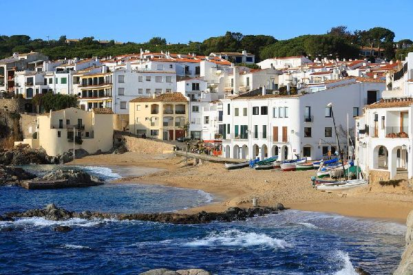 Once a fishing village, today Calella de Palafrugell attracts tourists for its crystal clear water, its castle and its botanical gardens.