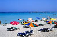 Formentera est la plus petite des îles Baléares, la Pitiusa menor. Située à une demi-heure à peine d'Ibiza en hydroglisseur, elle frappe avant tout par sa tranquillité. L'arrivée sur la petite jetée annonce tout de suite le caractère de l'île: pour rejoindre les autres communes, nous vous conseillons la route panoramique à travers les salines. Vous y trouverez des couleurs merveilleuses, pour un premier ...