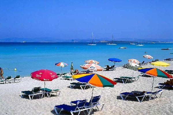 Formentera ist die kleinste der Balearischen Inseln, auch Pityusen genannt. Formentera ist in einer halben Stunde von Ibiza aus mit dem Wasserflugzeug erreichbar und zeichnet sich vor allem durch die hier vorherrschende Ruhe aus. Bei der Ankunft auf dem kleinen Steg enthüllt sich dem Besucher sofort der Charakter der Insel. Um zu den anderen Gemeinden zu gelangen empfehlen wir Ihnen die Panoramastraße ...