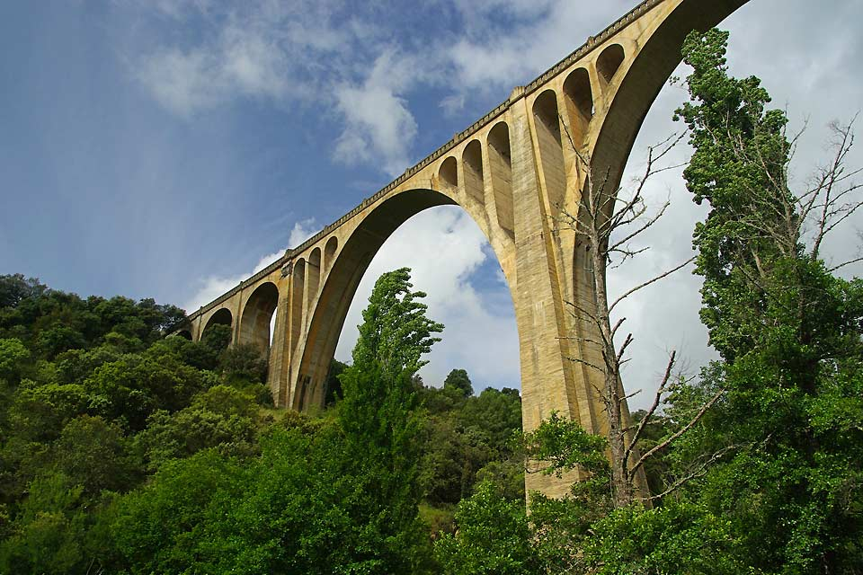 There are many Roman aqueducts and remains to be discovered in the Extremadura region.