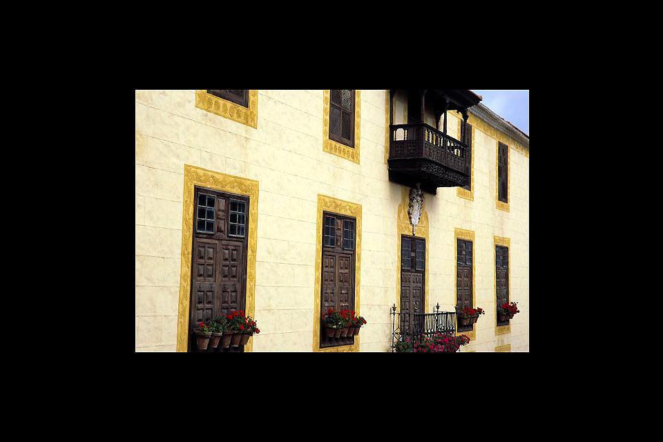 Costruita nel 1632, è la più emblematica delle dimore tradizionali dai balconi di La Orotava.