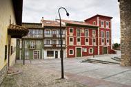 Llanes est un port de pêche à la langouste. On trouve sur ses hauteurs un très beau quartier historique.