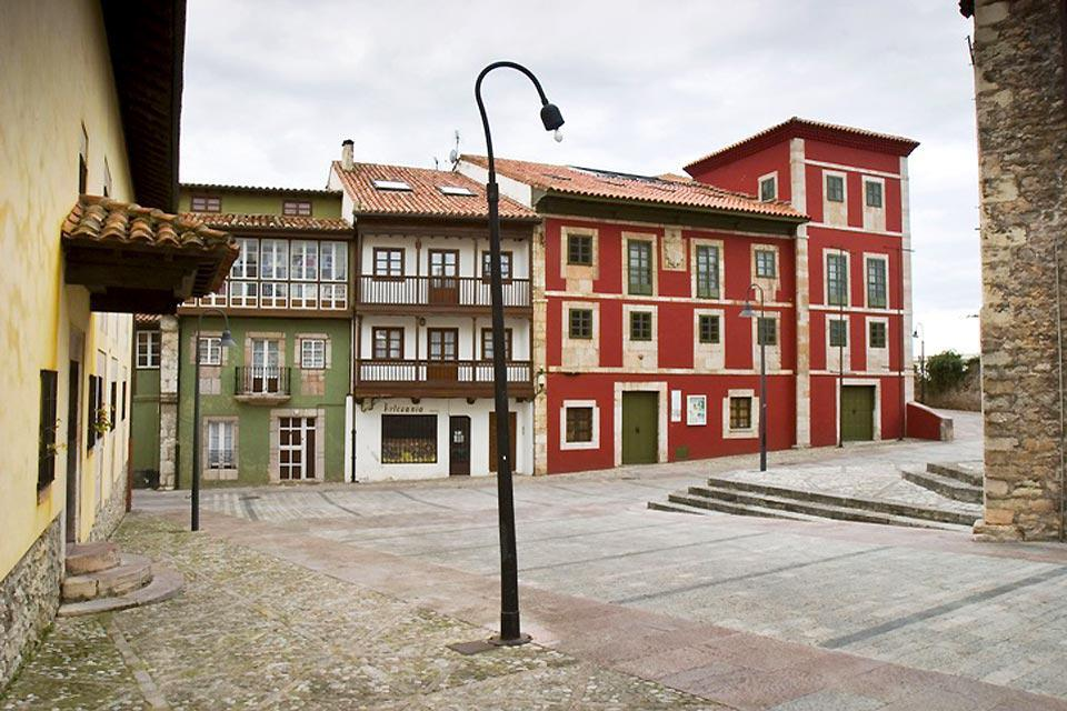 Llanes is a lobster fishing port. Overlooking it is a beautiful historic district.